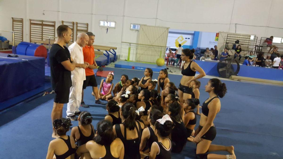 Entrenamiento con las gimnastas del centro del Cedar Cancún